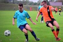 Ani milínský Marek Peták (v modrém) se v poháru neprosadil s Milín prohrál s Podlesím B  0:2.