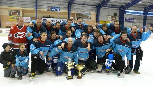 Hokejisté River Boys Zvírotice poprvé v historii vyhráli sedlčanský pohár.