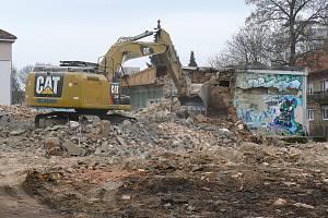 Demolice kina v Dobříši odstartovala v první polovině března roku 2021. Podívejte se na historické fotky kina, jeho chátrání i bourání.