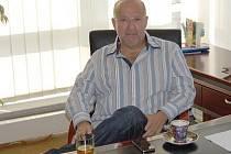 Jaroslav Starka ve své kanceláři.