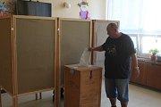 Ve čtvrtém volebním okrsku v Příbrami je o komunální volby podle komise velký zájem.