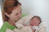 ANTONÍN Viktora, synek maminky Jany a tatínka Lukáše z Boješic, přišel na svět v neděli 11. září, vážil 3,32 kg a měřil 49 cm. Radost z brášky mají osmiletá Anička, šestiletá Pavlínka a dvouletá Elinka.