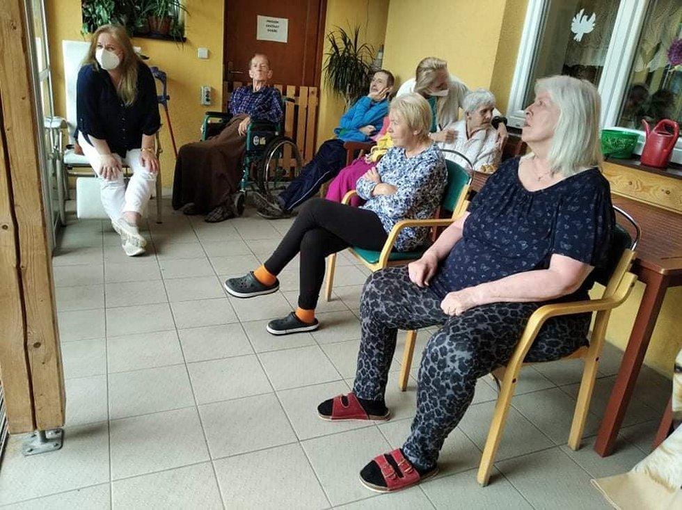 Pátečníci zpříjemnili den seniorům v příbramském centru.