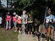 V ulicích obce Obecnice se soutěžilo v lyžování. I letos se našla v obci řada zájemců o účast v zábavném závodu na lyžích ulicemi Obecnice..