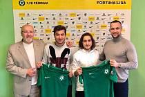 Vedení 1. FK Příbram oficiálně představilo další posily. Zleva: prezident klubu Jaroslav Starka, Aydin Yilmaz, Erdi Sehit a ředitel klubu Jan Starka.
