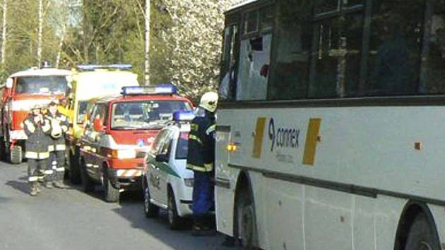 Ranní nehoda autobusu u Pňovic na Příbramsku.