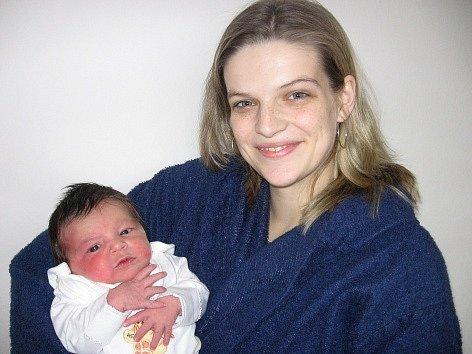 Rovných 50 cm měřila a 3,72 kg vážila po narození v neděli 9. prosince Kačenka Alligerová. Životem svou první princezničku budou provázet maminka Michala spolu s tatínkem Jiřím z Příbrami.