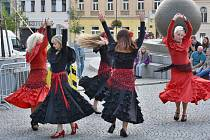 Poslední akce Kulturního léta v Příbrami nabídla rockovou muziku i vystoupení taneční skupiny Zářící ženy.