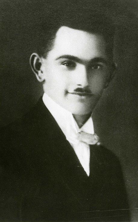 Josef Viktora, rolník z Věšína; popraven s rodinou za pomoc čs. parašutistovi B. Grabovskému.