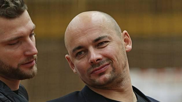 Trenér Petr Klár se dočkal první extraligové výhry na lavičce Příbrami. Bylo to proti Kladnu, které bylo jeho předchozím působištěm.