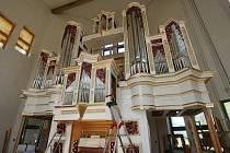 Varhanář Vladimír Šlajch vytvořil unikátní varhany pro Svatou horu v Příbrami.