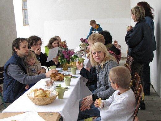 Společná snídaně v Březnici.