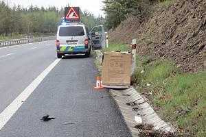 Kuriózní nehoda na dálnici z Prahy do Příbrami u Staré Huti.