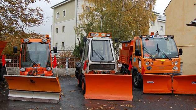 Stroje na zimní údržbu příbramských technických služeb.