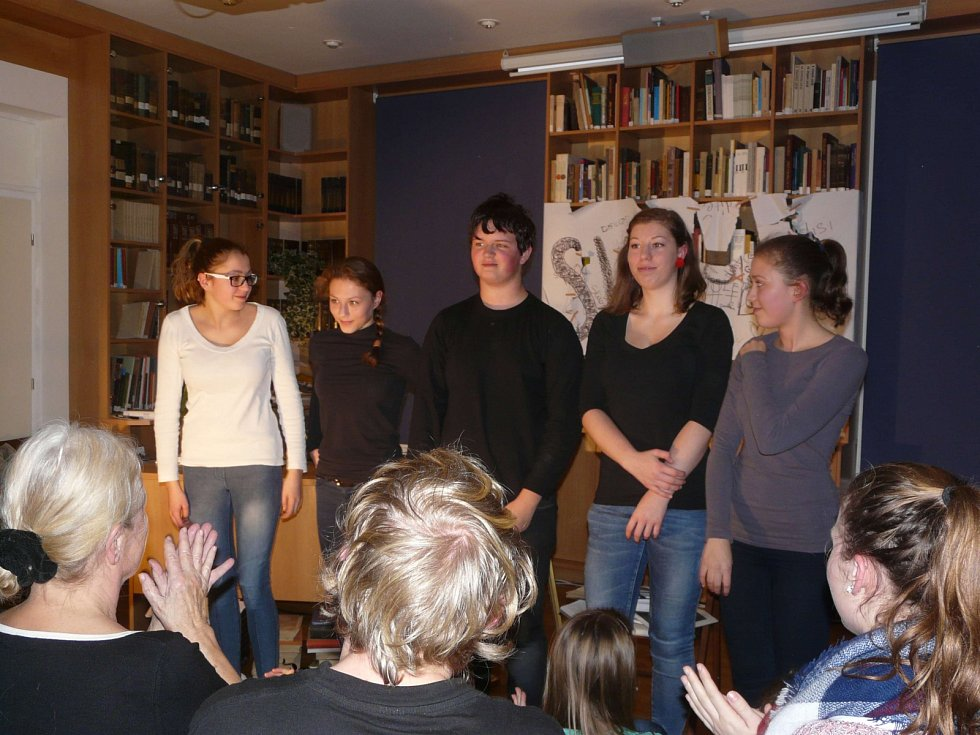 Hodinový dvoudílný pořad Tváře Václava Havla představili žáci základní umělecké školy v úterý v Městském muzeu v Sedlčanech.