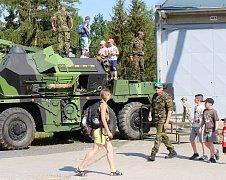 V úterý pořádal 13. dělostřelecký pluk v Jincích den otevřených dveří pro veřejnost. Akce se konala v areálu jednotky a k vidění byla vojenská technika a ukázky zásahů bezpečnostních složek.