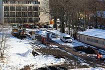 U příbramské nemocnice vzniká nové parkoviště.