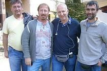 S REŽISÉREM Petrem Nikolaevem jsou na snímku Petr Černý, Jaroslav Repetný a Miroslav Chmelař.