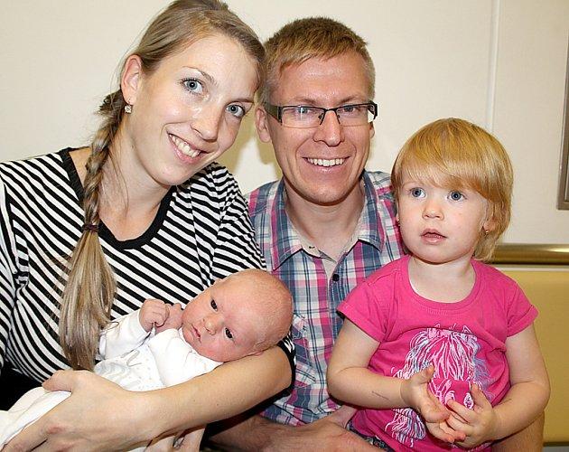 MICHAL HULEŠ zavítal na svět v pondělí 17. října, vážil 3,76 kg a měřil 53 cm. Z jeho narození se radují rodiče Miroslava a Michal a dvouletá sestřička Terezka z Mirovic.