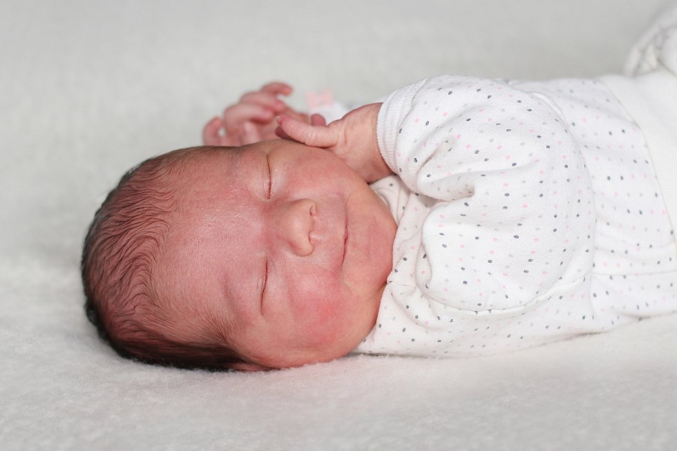 Evelína Podrázká se narodila 6. listopadu 2018 s váhou 3,92 kg Agnes a Martinovi z Nalžovic. Doma se už těší Vivien (2).