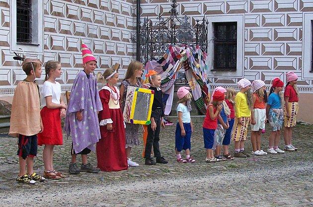 Foto z březnické divadelní dílny.