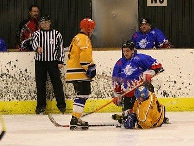 Lídr hokejového OP poprvé ztratil body, když remizoval s Cetosem.