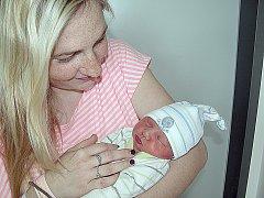 Julie Burianová se mamince Veronice a tatínkovi Václavovi ze Suchodolu narodila v pátek 15. dubna a v ten den vážila 2,32 kg. Radost ze sestřičky má čtrnáctiletá Nikča.