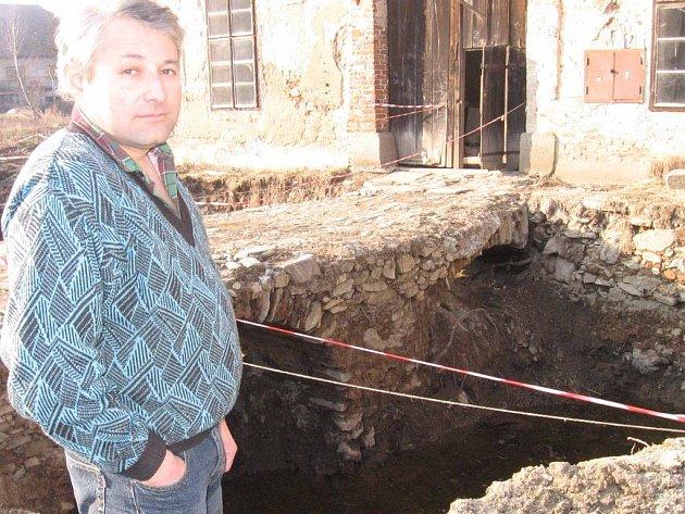 Jiří Češka se snaží vrátit původní podobu zámku ve Zbenicích