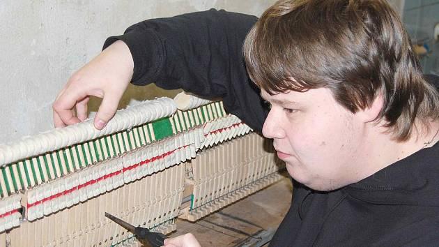 Ladič pianin Jindřich Polida.