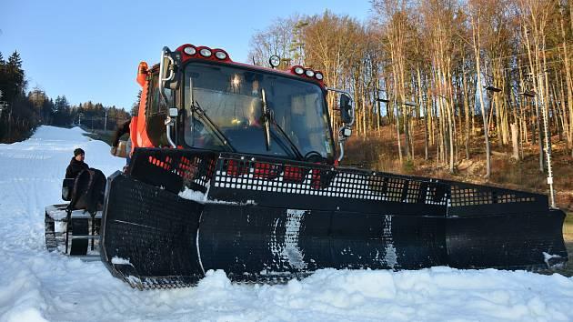 Přípravy na lyžařskou sezónu jsou na Monínci v Jetřichovicích v plném proudu.