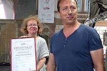 V sedlčanské knihovně je možné vidět certifikáty udělené za české rekordy, na které město v posledních deseti letech dosáhlo. Je mezi nimi také ten, který převzala ředitelka knihovny Blanka Tauberová letos v červnu.
