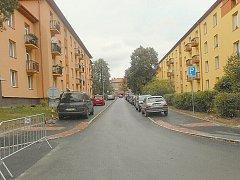 Příbramské ulice po opravě. Úzké, bez chodníků. Ulice Ostravská.