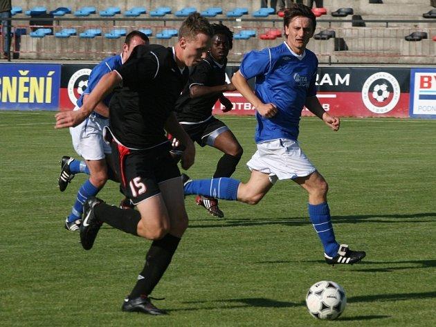 KP mužů: Spartak Příbram (černí) - Benešov (0:3).
