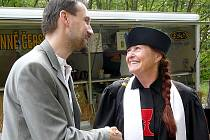 HUSITSKÝ farář Jiří Chvála s farářkou Kamilou Magdalénou Lukasovou z Československé církve husitské, která působí ve Voticích a Vlašimi.