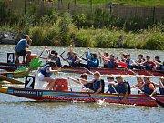 Druhý ročník závodů dračích lodí školních posádek a již osmý ročník Dragon Boat Grand Prix Sedlčany.