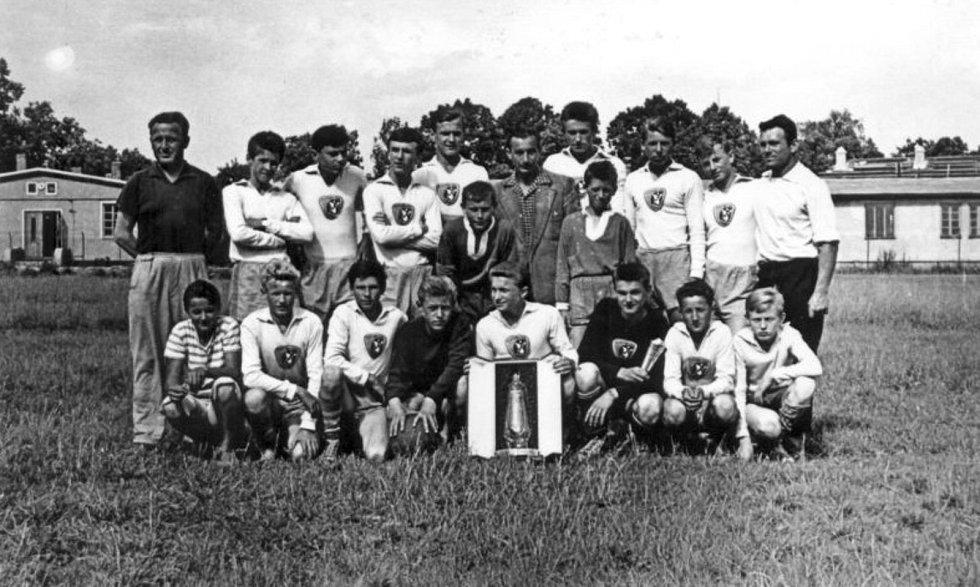 Úspěch mládežníků. Žáci RZ Dobříš v roce 1963 zvítězili na prestižním turnaji v Radotíně, kde startovala družstva z celých Čech – včetně prvoligových celků.