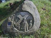 Pochod Krajem kamenů vede krásnými místy. Vesnička Kuní u Petrovic je v každém ročním období jako malovaná.