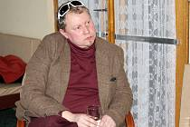 Divadelní režisér Jaromír Hruška při tiskové konferenci v příbramském divadle před premiérou.