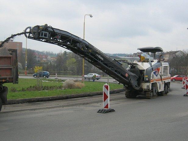 Oprava kruhového objezdu u Dolejší Obory.