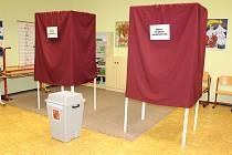 Volební místnosti v Jincích