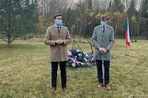 Uctění 17. listopadu v Památníku Vojna v Lešeticích.
