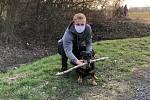 Příbramský záložník Filip Zorvan si krátí dlouhé chvíle nejen plněním individuálního tréninkového plánu. S přítelkyní se třeba stará i o psa.