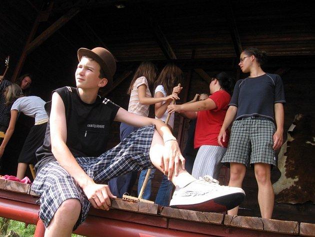 Součástí soustředění Dětského divadelního souboru je i pohádkové představení na K - farmě