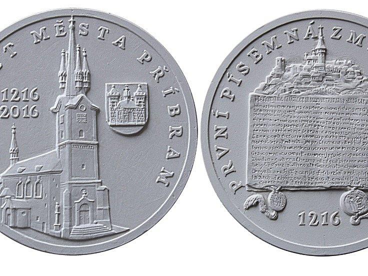 Příbram vydává stříbrné pamětní medaile, v případě zájmu budou i zlaté.