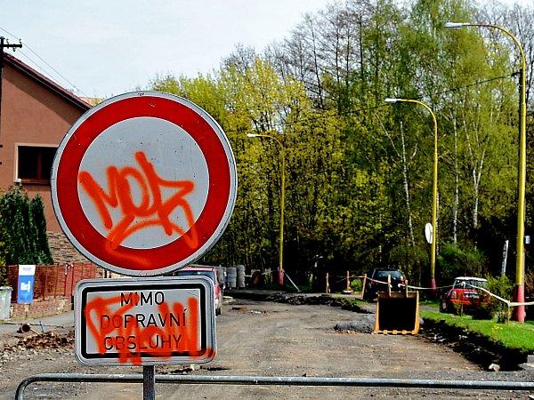 Uzavírka vBřeznické ulici.