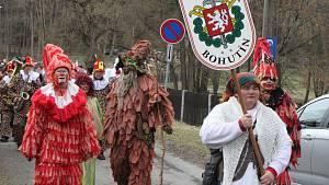 Hasiči z Bohutína přivezli do Vysokého Chlumce svůj masopust