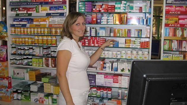 Zdeňka Macháčková v příbramské lékárně Pharmgest