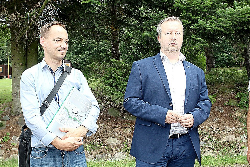 Architekt města Příbrami Jaroslav Malý a ministr životního prostředí Richard Brabec.