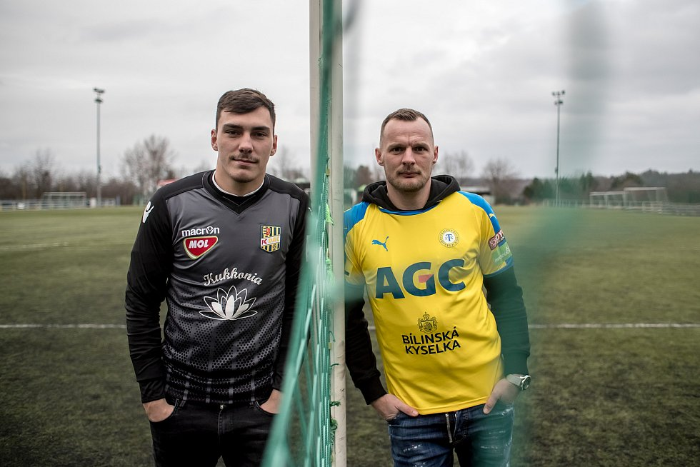 Jakub Řezníček (ve žlutém) a Martin Jedlička při fotografování pro Deník.