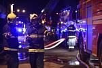 Zasahující hasiči. Ilustrační foto.